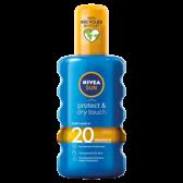 Nivea Beschermende en droge onzichtbare zonnespray medium SPF 20