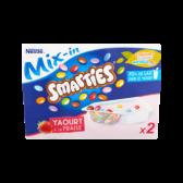 Nestle Smarties mix-in yoghurt met aardbei (voor uw eigen risico, restitutie niet mogelijk)